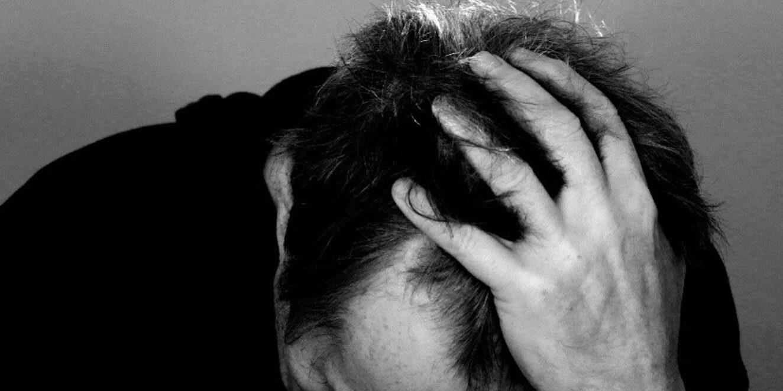 MET PSYCHISCHE KLACHTEN AAN HET WERK: HET KAN ALS WE ER MEER PRIORITEIT AAN GEVEN